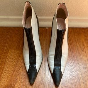 Shoes - Vintage 90s Black & White pointy toe heels